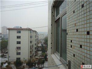 看窗外雨雪霏霏
