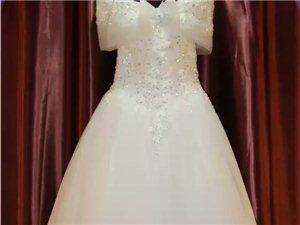 看,平川最美的婚��Y服�^~