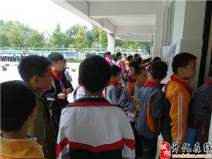 2015澳门大发游戏网站县实验小学少儿象棋选拔赛现场