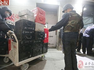 新版人民币出库!43辆武装押运车排长龙取新钞