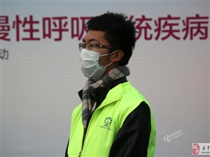 """北京雾霾天千人拼成""""肺器官""""图案"""