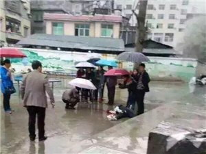 今日龙山黄仓中学一女学生跳楼身亡