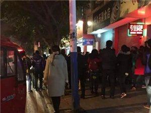 昨(20日)晚在王水井街发生恶性斗殴事件,原因竟是因为...