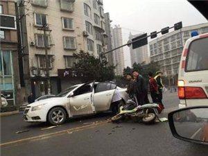 夹江县新华大道发生车祸