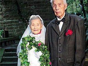 98岁老人携妻重拍婚纱照 读70年前英文情诗