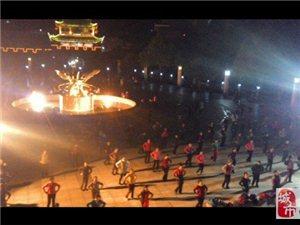 永利娱乐官网广场嗨到爆!各种秀舞!