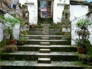 破旧的龙岩寺
