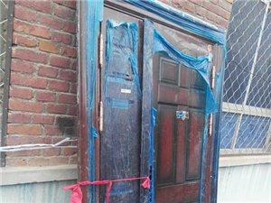 山阳县邹家湾出售一扇全新防盗门,长大概一米二七,高大概两米一四,价格定