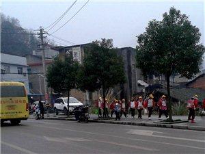 放学期间教练车穿行隐患大,津洋口小学学生安全谁负责