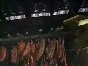 团年了,我们是自己买猪来杀,干净卫生
