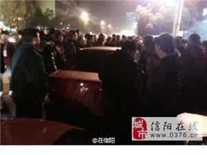 多名出租车司机围堵非法营运车辆