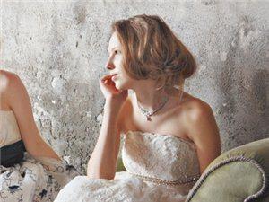 爱上蕾丝婚纱,演绎复古风尚