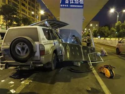 六盘水明湖高架桥停车场发生的离奇车祸【附监控】