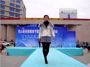 澳门威尼斯人网址美女模特在潢川展示羽绒服舞台照