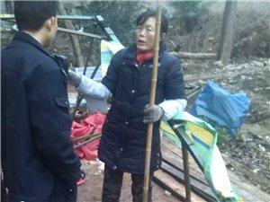 汉滨区梅子铺镇72岁孤寡老人,常被邻居欺压,多次上门打......