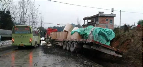 兴国县319国道观音坳隧道靠近江背一侧发生一起交通事故
