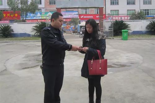 兴国一女子在崇贤乡某超市购物时手机被扒窃;作案者竟是在校学生