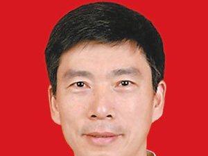 新疆乌鲁木齐市地震局党组副书记、局长洪吉荣(张家川人)