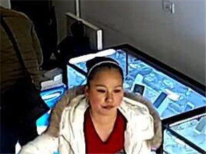 竹溪新车站附近一中年女人偷了了我店一部手机