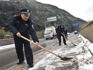 春节因为有他们我们高速路上行车才安全,感谢白河高速路政春节热心帮助!