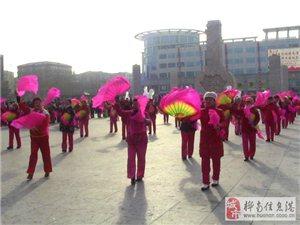 元宵佳节桦南世纪广场惊现久违了的高跷秧歌