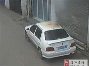 【威尼斯人线上平台头条】一熊孩子点燃鞭炮扔进车窗内