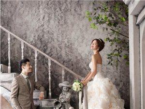 男人拍摄婚纱照的站姿