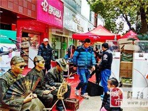 古鞋匠铜塑却原来是真人装扮 鄱阳街头现鞋文化展示