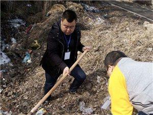 铁力爱心义工家园义工们前往各街道清理沟两旁垃圾