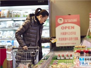 董洁素颜超市购物 简约清丽被网友赞其逆生长
