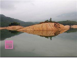 万泉湖掠影――对立和谐之美