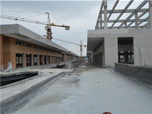 汽车直上二楼,装修完善中。苏中・万汇龙4月底工程进度报道。