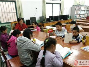 """通济街社区有个""""爱心老师""""图书室"""
