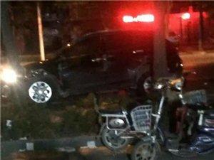 凌晨,衡水和平路康复街发生严重车祸!一出租车被撞报废!