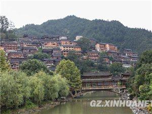 贵州西江千户苗寨吸引海内外游客