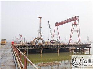 运宝高速公路黄河大桥正在进行钻孔桩施工的主墩Z2平台
