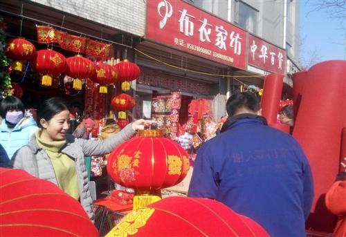大红灯笼迎春节(图片稿件  司建平)