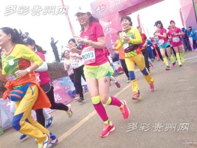 """2016贵州盘县女子山地马拉松""""为美丽奔跑"""" 场面很火爆"""