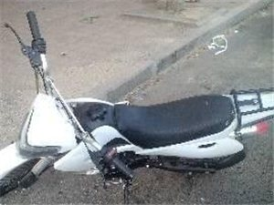白色越野摩托车,110机器,