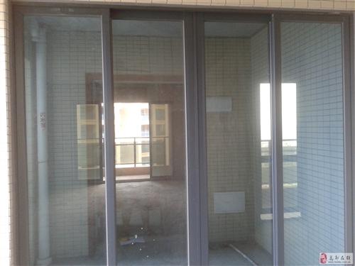 大氣的玻璃推拉門,新房開發商配的,準備拆下來低價轉