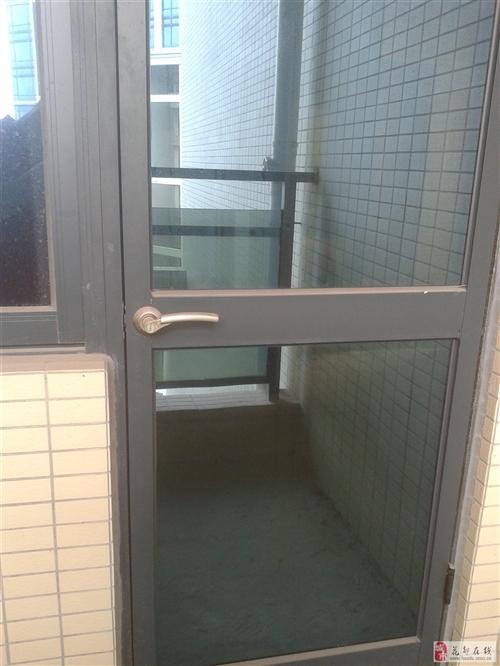 玻璃門,新房開發商配的,準備拆下來低價轉讓,速聯系