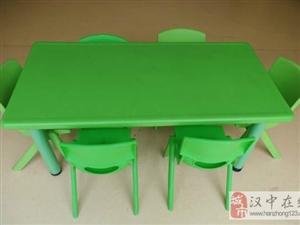 名牌儿童学习桌椅一套(一桌6椅)低价转让