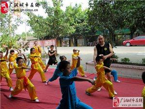 廣漢俊偉武術館招套路班、散打班、氣功班。