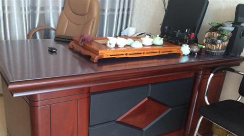 办公桌95成新处理1500元