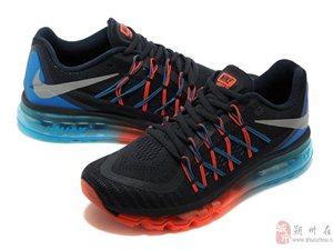 多种款式运动鞋