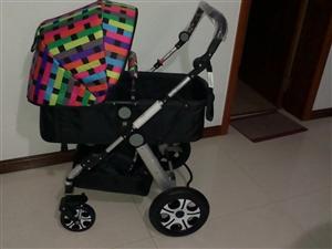 出售95成新婴儿车