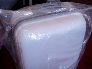 转让奶白色拉杆旅行箱