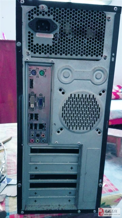 低價出售二手臺式機一套 雙核CPU 華碩主板(帶集顯) 2G內存 250G硬盤 成色還行,...