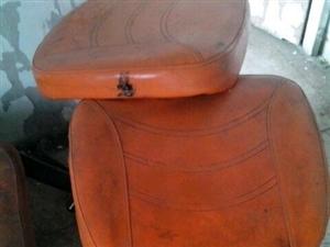 凳子不用了能坐还好用