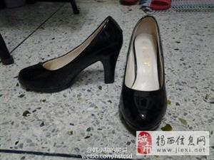 出售九五成新黑色高跟鞋